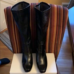 Women's Boots Black Like New Size 10 Leather Warm
